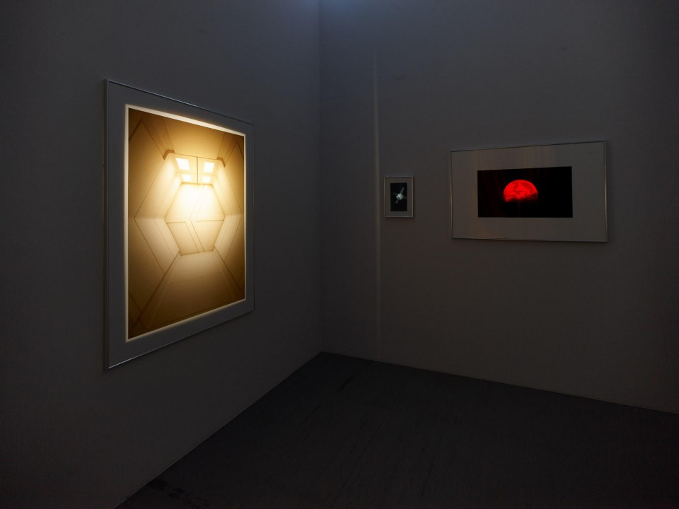 The Red Star, 2016, gypsum boards, crystal blocks and bights, water tank, glass, water, lighting, wood and aluminum frame, 60x100x60cm.